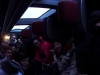 V prevrátenom autobuse