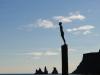 Čierne pláže a socha